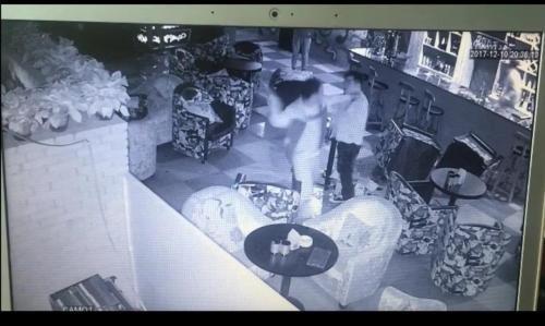 陕西反杀案:18秒反击 正当防卫与否惹争议