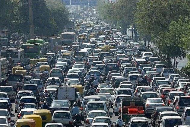 公安部报告 机动车保有量已达3.27亿辆